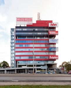 Büroohoone Tallinnas Pärnu mnt 105 /  Office building at 105 Pärnu Rd, Tallinn.  Arhitektid / Architects Vilen Künnapu, Ain Padrik. Valminud / Completed 1998