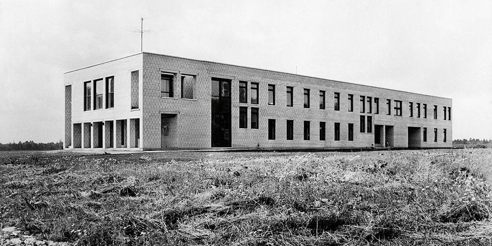 Kolhoosikeskus Peetris /  Kolkhoz centre in Peetri Village.  Valminud / Completed 1985