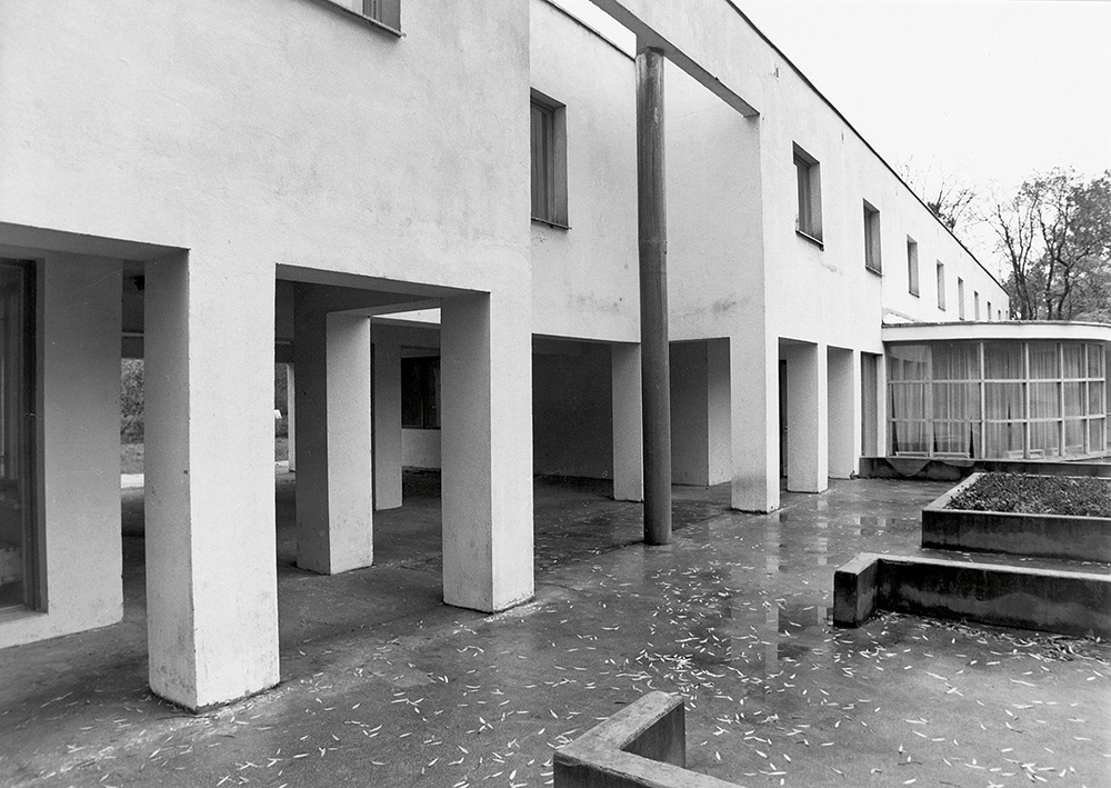 Sovhoosikeskus Kehras /  State farm centre in Kehra.  Valminud / Completed 1986