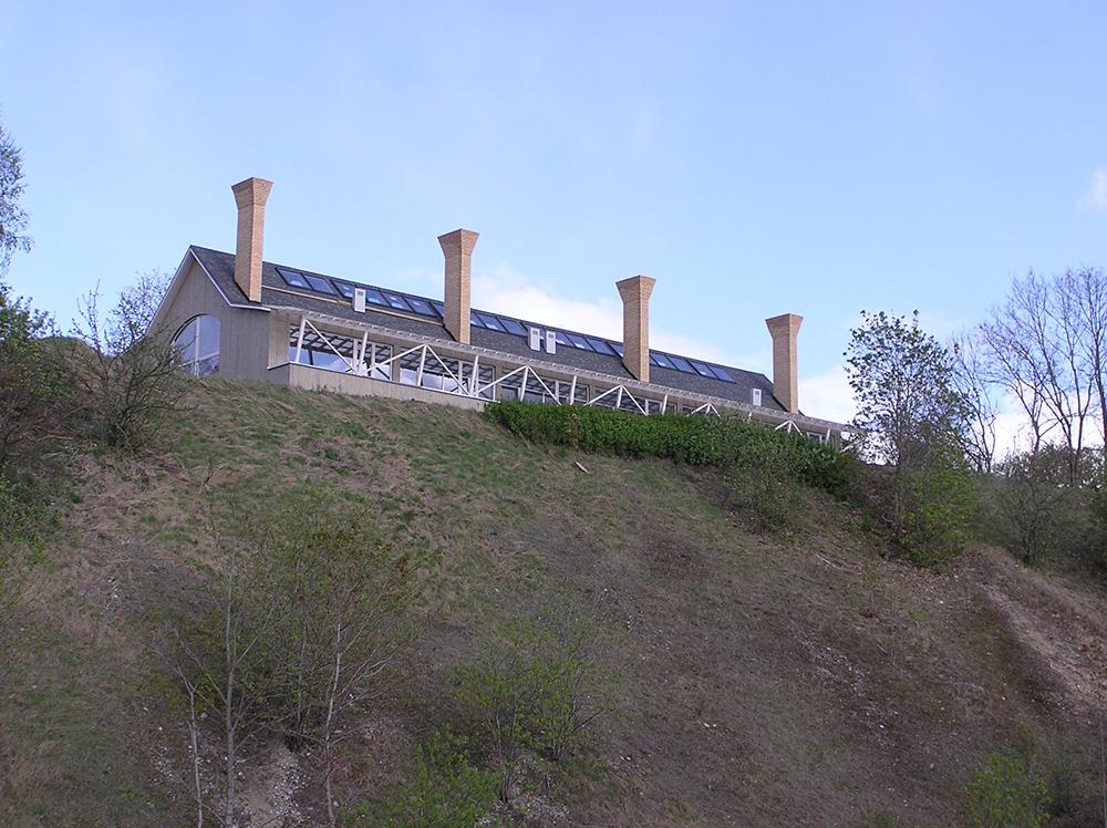Elamu Rakvere vallimäel / Residential house on Rakvere Vallimägi hill. Valminud / Completed 2006