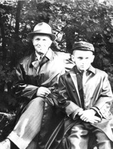 Isaga Hundikuristikus / With father in Hundikuristik